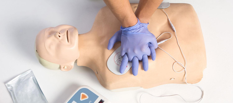 manichino e defibrillatore